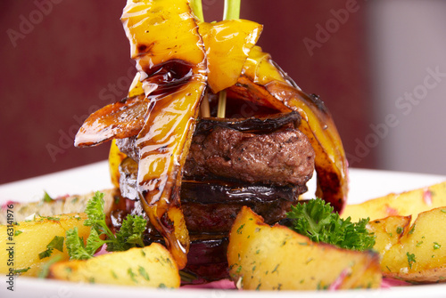 grilled beef with peper and potato