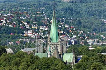Blick auf Trondheim mit Nidarosdom