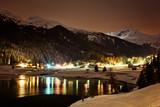 Fototapety Nachtaufnahme am Davoser See – Schweiz