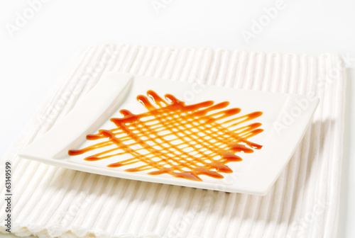 Caramel drizzle sauce decoration