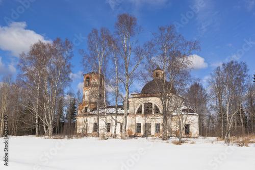 Ильинский погост. Разрушающаяся церковь Ильи Пророка