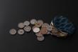 硬貨と財布