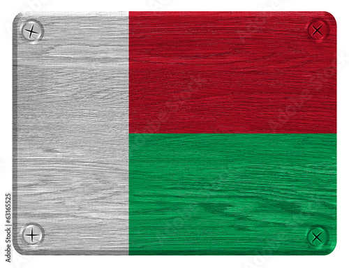 madagascar flag painted on wooden tag
