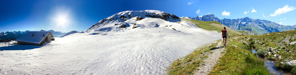 Panoramica inverno estate in montagna