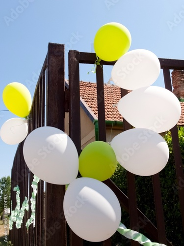 white and yellow balloons