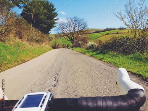 pedalare in primavera in campagna