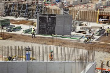 ouvriers sur fondation chantier