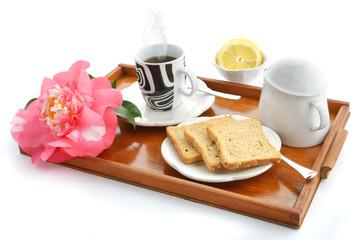 colazione tea e fette ai cereali