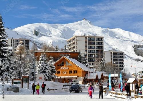 Papiers peints Montagne Station de ski dans les Alpes