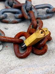 catena con lucchetto
