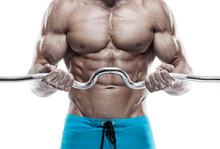 Musculaire culturiste gars faire des exercices avec des haltères sur WHI