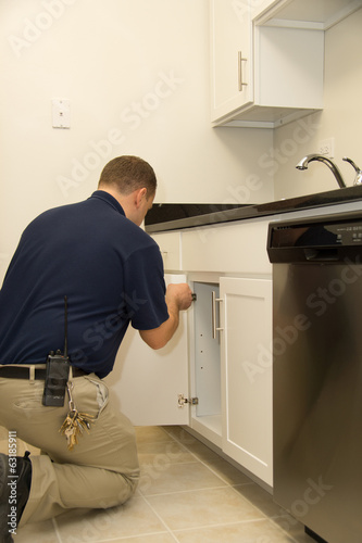 Handyman repair kitchen door