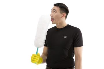 Mann mit Staubwedel in der Hand verwechselt mit Eis