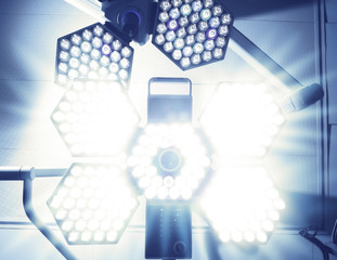 Blinding Light of surgical lamp. Fear of the patient before surg