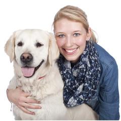 Glückliche junge Frau mit Golden Retriever