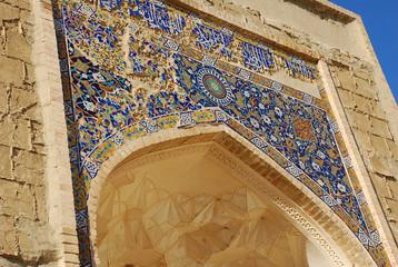 Старая мозаичная арка мечети в Самарканде