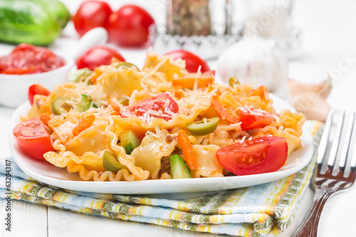 Pasta with tomatoes and parmesan
