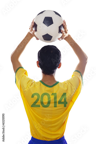 Brazilian player throwing the ball