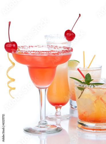 Popular alcoholic cocktails composition. Many cocktail drinks