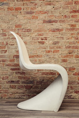 chaise design blanche années 50-60