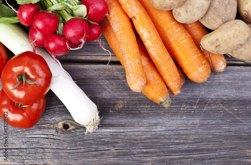 A freshly vegetables on a wooden table