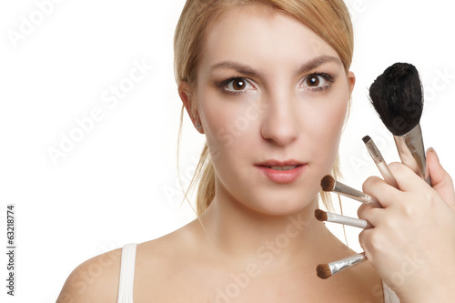Frau mit Make-up Pinsel