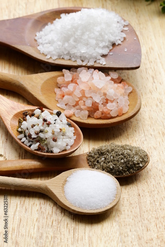 Foto op Plexiglas Kruiderij different types of salt (pink, sea, black, and with spices)