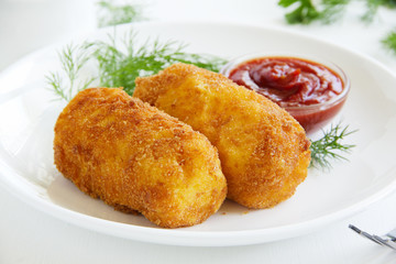 Potato croquettes with mozzarella.