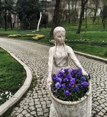 Çiçekçi Kız Gülhane Parkı