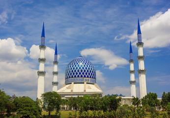 """Masjid Sultan Salahuddin Abdul Aziz Shah - The """"Blue Mosque"""""""