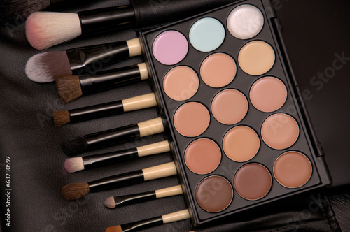 brush and eye shadow makeup