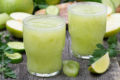 detox cocktail of green apple, celery and lime