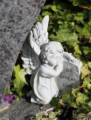 Engel auf einem Grab - Ich denk an Dich