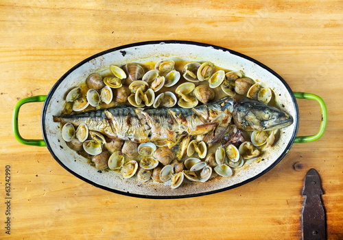 Mackerel baked with clams.