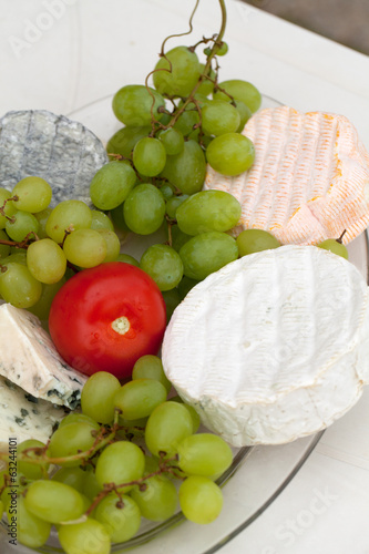 Cheese with white grapes and tomato