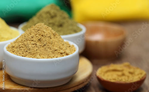 Henna and sandalwood powder