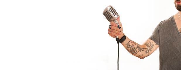 Sänger mit Retro Mikro