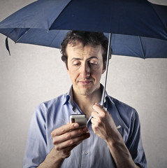texting with umbrella