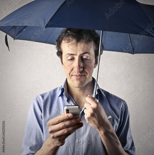 texting with umbrella