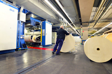 Papierrollen in Druckerei // rolls of paper in printing house