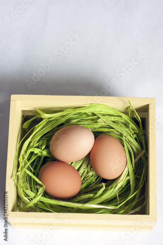 3 Easter Egg in straw and Crate