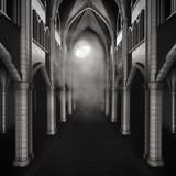Przejście w ciemnym gotyckim budynku