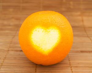 сердце на апельсине