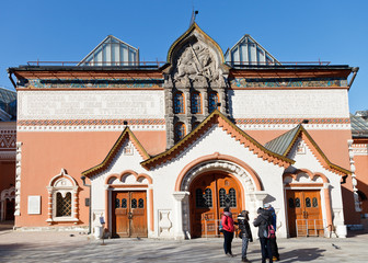 visitors near State Tretyakov Gallery, Moscow