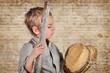 Junge mit Stock und Hut