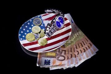 svuotatasche con orologio e soldi