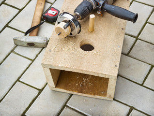 Making a birdhouse from boards spring