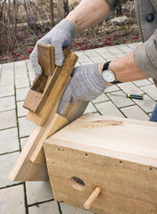 Making a birdhouse from boards