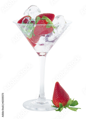 Strawberries cocktail with ice