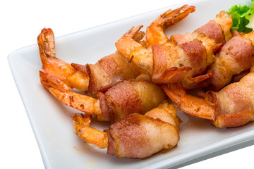 Shrimps in bacon